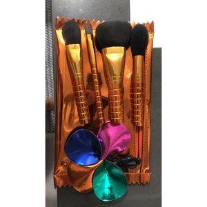 MAC Holiday '18 Brushes